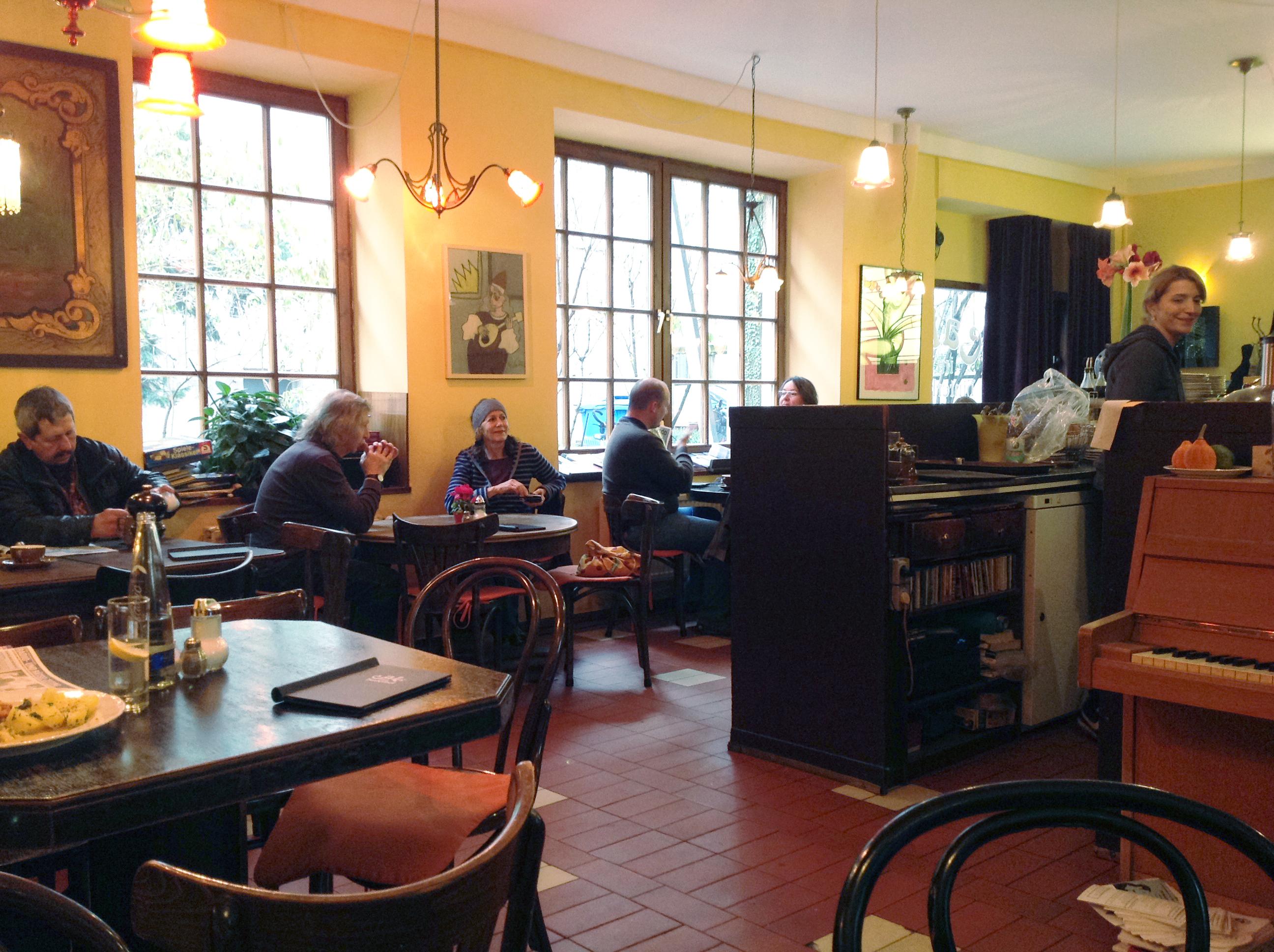 Cafe Im Hinterhof Schlemmerreise Auch Fur S Ohr Szenemuc