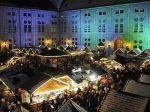 Der kleine Weihnachtsmarkt liegt im Innenhof der Residenz