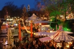 Der Weihnachtsmarkt an der Münchner Freiheit bietet besonders viel Kunst, Kultur und Kitsch