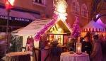 """Auf dem """"schwul-lesbischen"""" Weihnachtsmarkt im Glockenbachviertel wird """"Pink XMas"""" wörtlich genommen."""