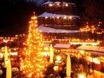 Ein Ausflug zum Chinesischen Turm lohnt sich nicht nur im Sommer - hier findet man einen der schönsten Weihnachtsmärkte in München