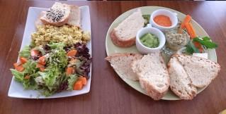 """Kleines Frühstück & """"Rührei"""" mit Salat © szenemuc.de"""
